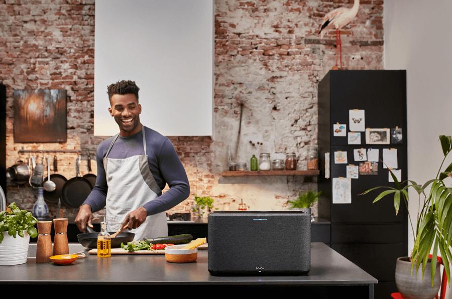 Обновление для Denon Home! Активирующее голосовое управление Alexa и 5.1-канальный объемный звук