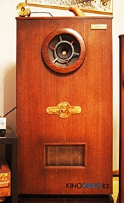 Комната настоящего киномана
