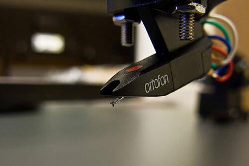 Популярная серия картриджей для виниловых проигрывателей OM 5 от корпорации Ortofon