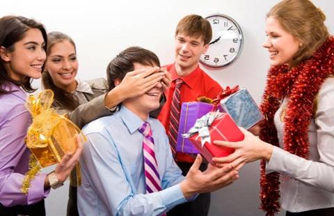 Новогодние подарки kinodrive.kz