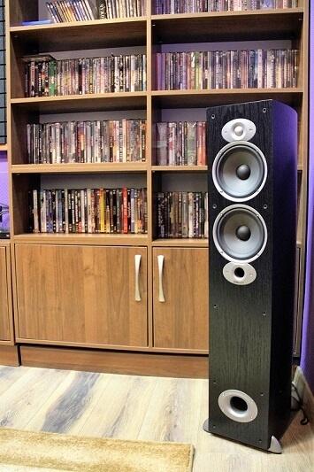Проектор Optoma HD50 и комплект окружающего звука Polk модели RTi в системе Dolby Atmos® – частный кинозал в Алматы