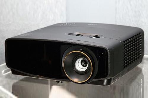 Тестирование 4К-проектора для домашнего кинотеатра JVC LX-UH1
