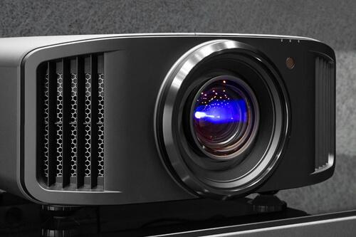 На презентации в Краснодаре люди увидели новейший 8К-проектор JVC NX9