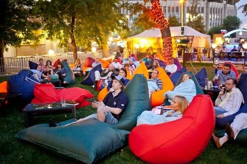 Как организовать домашний кинотеатр в парке?