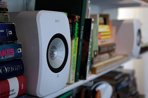 Беспроводные мониторы KEF LSX: мощь полочных акустических систем в миниатюрном корпусе